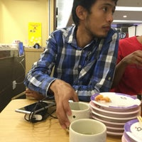 Photo taken at Sushi King by Nisaa on 8/17/2016
