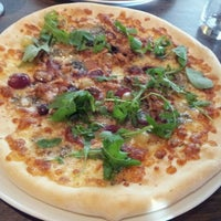 Photo taken at Woodstone Pizza And Wine by Bianca 2. on 9/14/2012