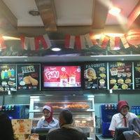 Photo taken at KFC / KFC Coffee by Nur Aisyah Yahya on 8/31/2016