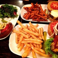 Photo taken at Stella's Restaurant, Bar, & Café by Min K. on 4/10/2013