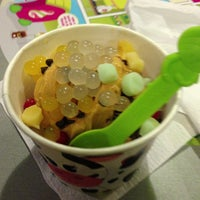 Photo taken at Menchie's Frozen Yogurt by Rj E. on 6/25/2013