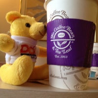 Photo taken at The Coffee Bean & Tea Leaf by ayako on 4/29/2013