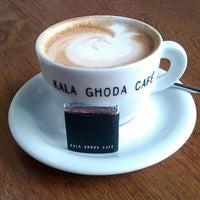 Photo taken at Kala Ghoda Café by Augustine C. on 4/29/2013