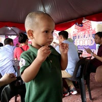 Photo taken at Stadium Sultan Ibrahim, Muar by Dakechip .. on 11/29/2016