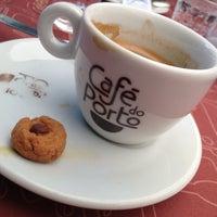 Photo taken at Café do Porto by Gabriel B. on 4/15/2013