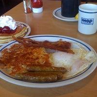 Photo taken at IHOP by Joe Y. on 11/6/2012