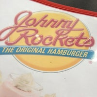 Photo taken at Johnny Rockets by Salen T. on 3/1/2013