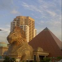 Photo taken at Sunway Pyramid by Hazril H. on 10/8/2012