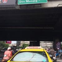 Photo taken at Tai Duan Din Daeng Junction by Plammizz T. on 10/7/2016