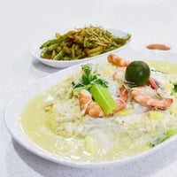 Photo taken at You Huak Restaurant (Sembawang White Beehoon 三巴旺白米粉) by G T. on 8/25/2016