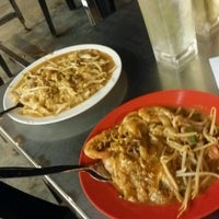 Photo taken at Adam Char Koey Teow by Shkr R. on 10/10/2016