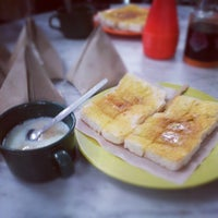 Photo taken at Joo Leong Cafe (裕隆茶室) by Jng H. on 9/16/2012