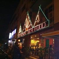 Photo taken at Sri Niara Seafood Restaurant by Ayul on 1/16/2011