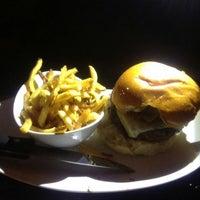 Photo taken at 5 Napkin Burger by Vincio on 5/6/2013