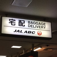 Photo taken at 成田空港第2ターミナル JAL ABC 手荷物託配カウンター by slys on 12/4/2015