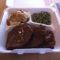 Photo taken at Avenue Open Kitchen by Alex K. on 7/30/2012