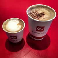 Photo taken at Espressamente illy by Roa'a D. on 11/2/2012