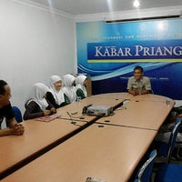 Photo taken at Kabar Priangan by Duddy R. on 9/14/2012