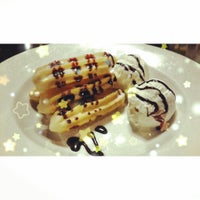 Photo taken at Frog and Parrot by WAITENGG W. on 12/29/2013