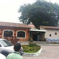 Photo taken at Los Cebollines by Flavio B. on 10/18/2012