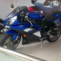 Photo taken at Agung Motor Yamaha by De Rossifumi on 12/10/2012