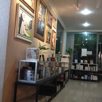 Photo taken at Papyrus Photo by Endah A. on 12/28/2012