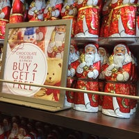 Photo taken at Lindt by Louise W. on 12/16/2016