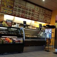 Photo taken at Big Mamas & Papas Pizzeria by Lalo R. on 1/13/2013