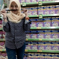Photo taken at Giant Hypermart by Wuri F. on 10/24/2015
