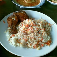 Photo taken at Restoran Taj Point by ⓓⓔⓡ ⓦ. on 10/27/2012