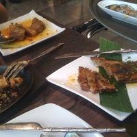 Photo taken at Mesa Filipino Moderne by Ritzzon C. on 9/18/2012