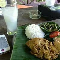 Photo taken at Warung Mina by Yusdian on 5/11/2015