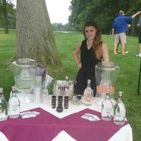 Photo taken at Metuchen Golf & Country Club by Duane F. on 6/19/2014