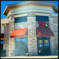 Photo taken at Moe's Southwest Grill by Wizzard on 3/29/2015