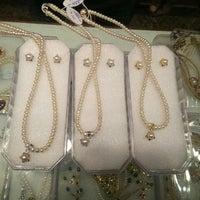 Photo taken at Mangatrai Pearls & Jewellers by Schmmuck on 5/7/2015