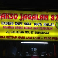Photo taken at Bakso Jagalan 87 by Dwi S. on 6/9/2013