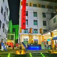 Photo taken at Maldives National University by Aphoo De W. on 10/3/2015