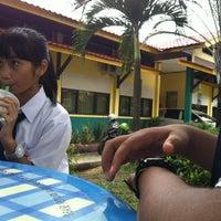 Photo taken at SMP Negeri 6 by Haviidh Q. on 11/5/2012