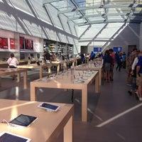 Photo taken at Apple Palo Alto by Felipe S. on 6/9/2013