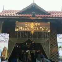 Photo taken at Rumah Tamu Datin Halijah @ Naili's Place Sentul by Arif Jumat on 12/25/2016