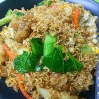 Photo taken at ร้านอาหารตามส่ัง พ่ีแหม่ม พ่ีดิศ by Sev S. on 3/27/2013