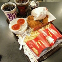 Photo taken at McDonald's by Ain L. on 10/1/2016