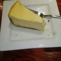 Photo taken at Red Robin Gourmet Burgers by Anaid A. on 11/9/2015