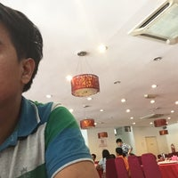 Photo taken at Downtown KLIA Seafood Restaurant (Chinese Seafoods Muslim Cuisine) by Sulza I. on 5/29/2016