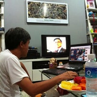 Photo taken at โซฟาหน้าจอโทรทัศน์@บ้านนายช่างโจ by Khaidao A. on 12/29/2012
