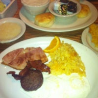Photo taken at Cracker Barrel Old Country Store by Danielle L. on 7/28/2013