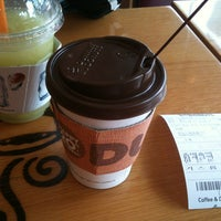 Photo taken at DUNKIN' DONUTS by Gabriel V. on 8/17/2013