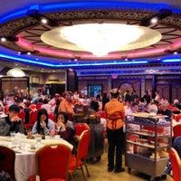 Photo taken at Jing Fong Restaurant 金豐大酒樓 by Nikki N. on 10/20/2012