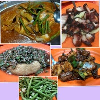 Photo taken at Siu Siu Restaurant (小小飯店) by James W. on 10/31/2012