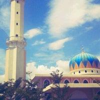 Photo taken at Masjid Al-Hidayah by Afriyanto W. on 1/18/2013